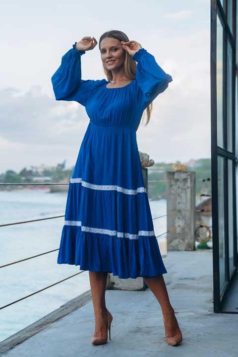 Приталенное платье цвет королевский синий