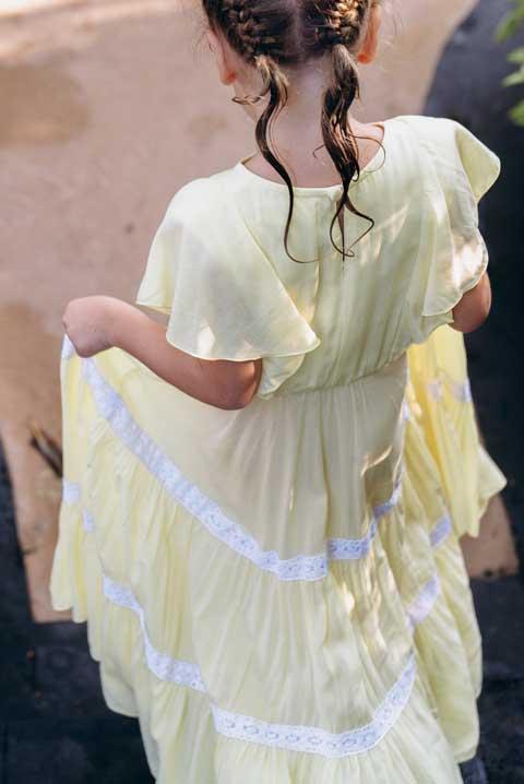 Купить длинное платье на девочку желтое